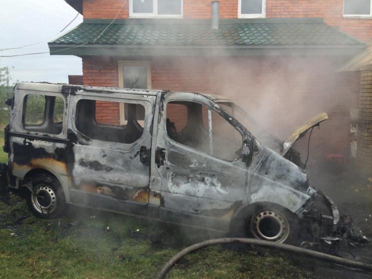 У Яворівському районі згорів Renault Tra…