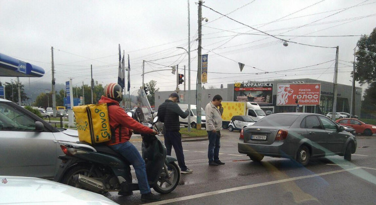 У Львові автомобілі зіткнулися на перехр…
