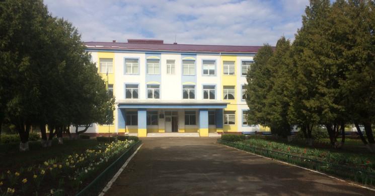 На Одещині 10-класник перерізав собі гор…