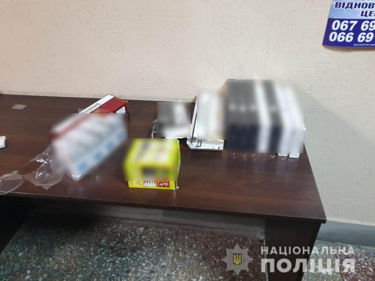 У Харкові біля метро вилучили майже 800…