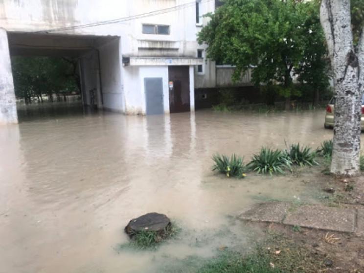Ливень затопил и частично обесточил анне…