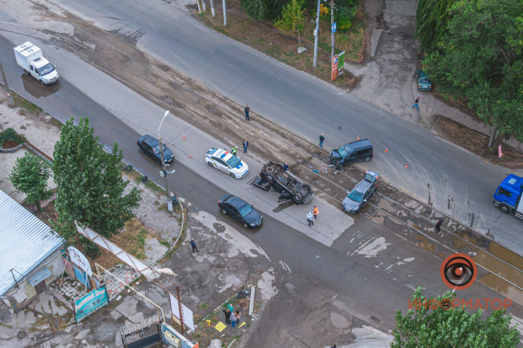 У Дніпрі через зіткнення автівка перекин…