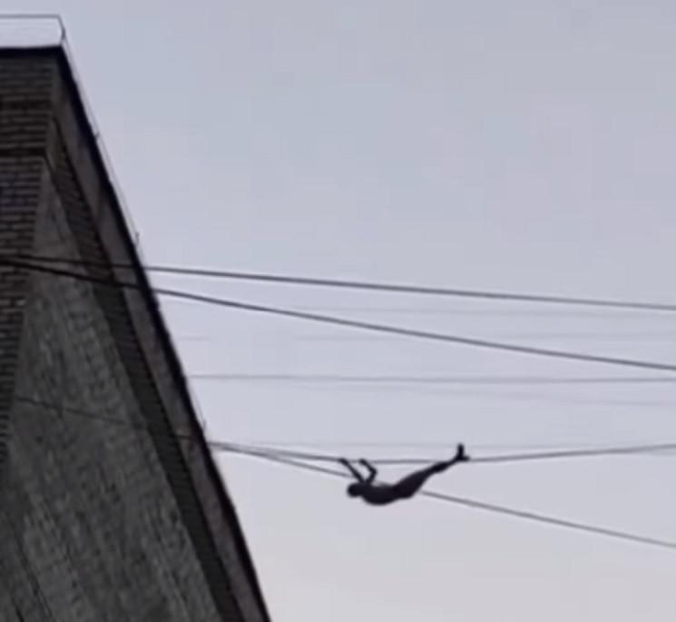 У Миколаєві чоловік пересувався на висот…