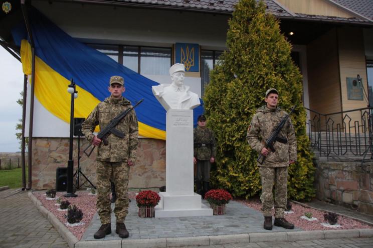 На Львовщине открыли первый памятник Пет…