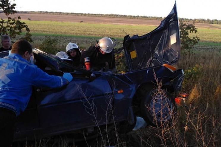 На Дніпропетровщині водія вирізали із ро…