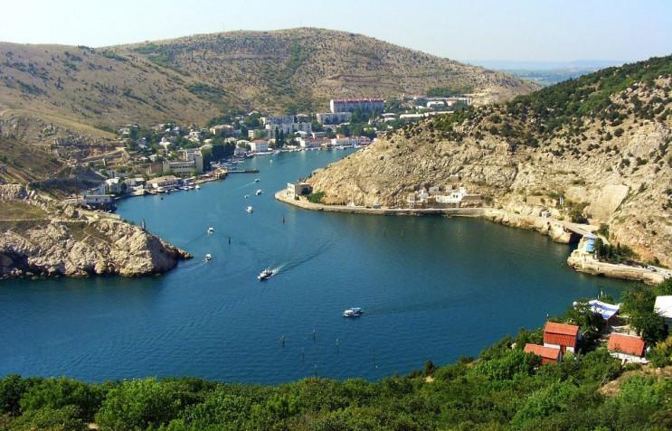 У Севастополі затонулі судна забруднювал…