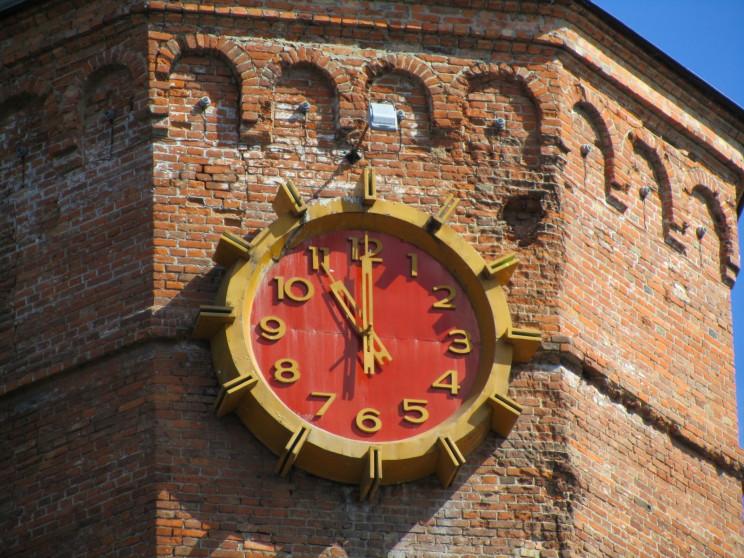 Один з годинників на Вежі зупиняють на п…