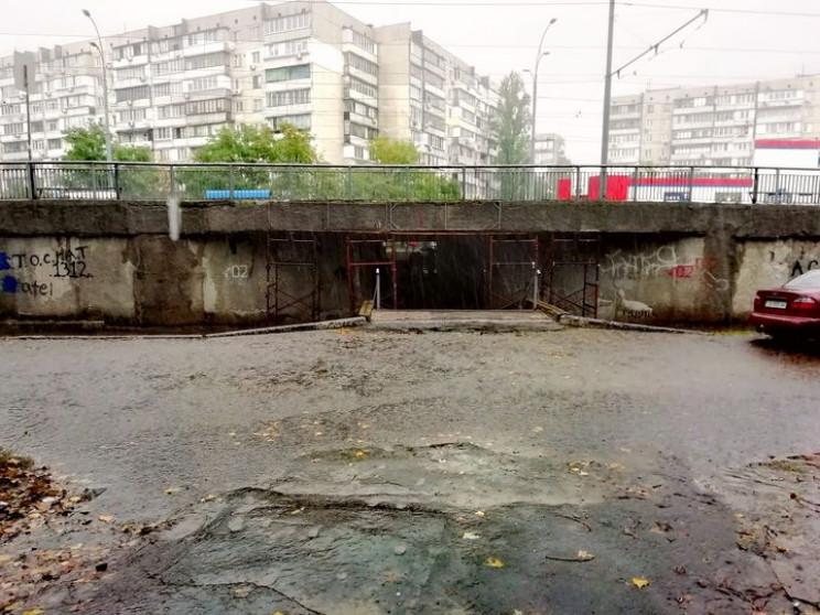 Затоплені дороги та підземні переходи: К…