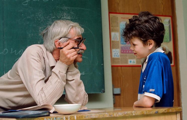 У столичних школах назріває скандал: Вчителів-пенсіонерів ...