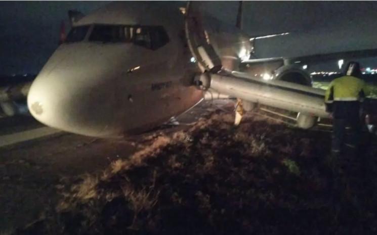 В Одесі аварійну посадку здійснив літак…
