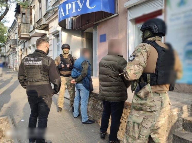 Шахраї в Одесі намагались привласнити бу…