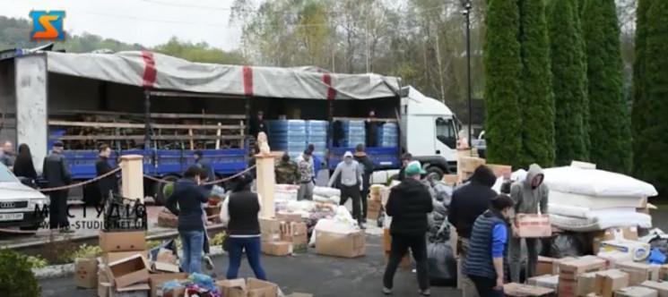 Закарпатці передали на Схід 22 тонни ван…