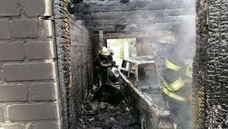 Под Херсоном сгорел гараж с автомобилем…