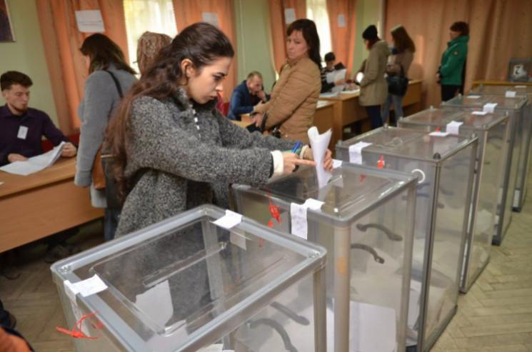 В трьох районах Вінниччини на виборчих д…