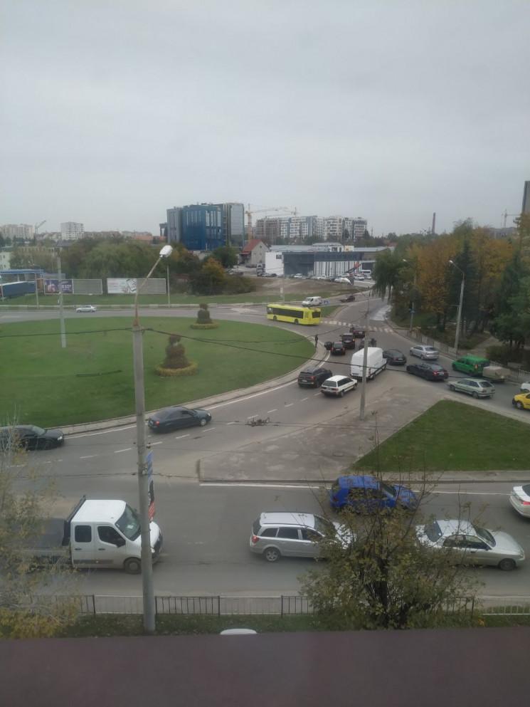 У Львові автомобілі зіткнулися на перети…