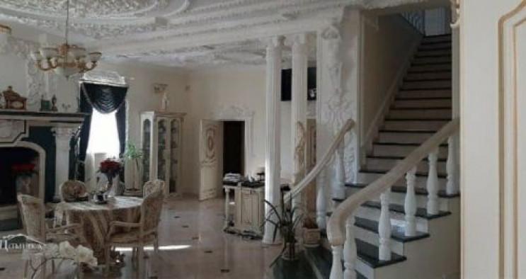 На Поділлі продають будинок вартістю май…
