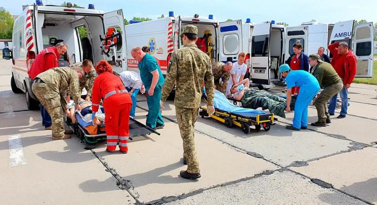До Одеси прибув борт з 12 пораненими на…