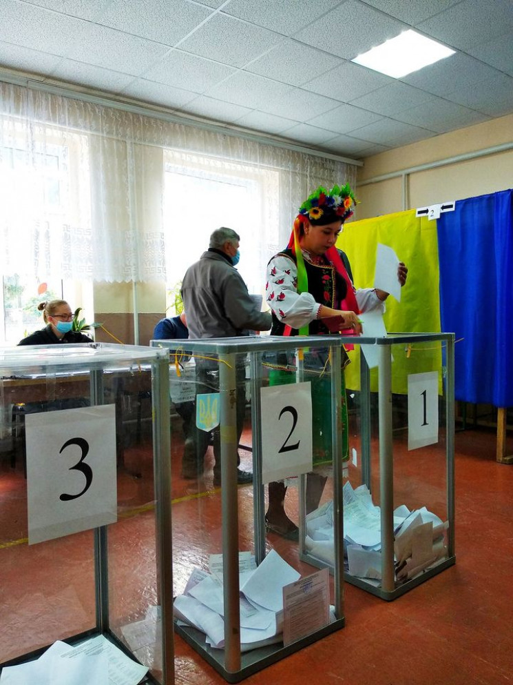 """На Вінниччині голосувала """"щира україночк…"""