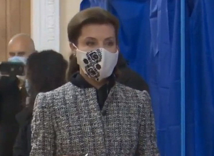 Марина Порошенко в твидовом костюме, пох…