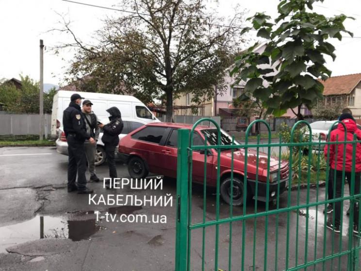 У Мукачеві поліція з'ясовує, чи роздавал…