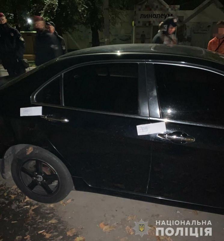 В Днепре выломали дверь на избирательном…