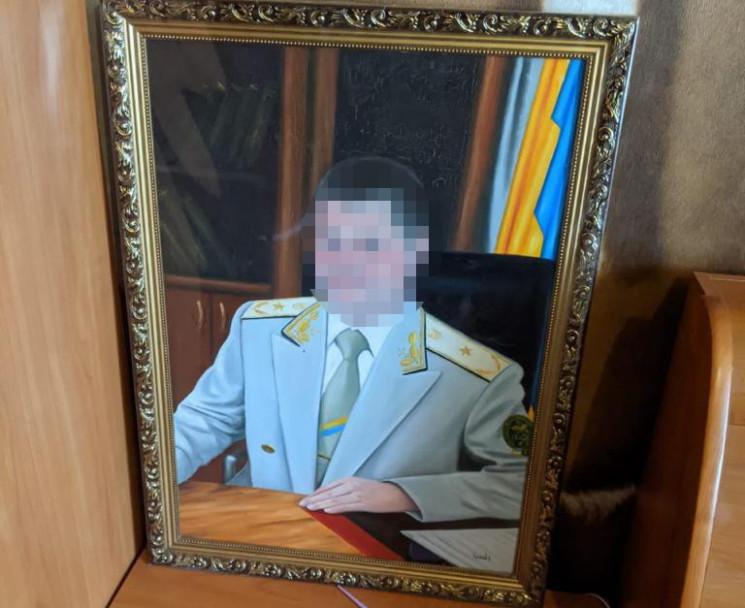 На Дніпропетровщині митник допомагав зав…