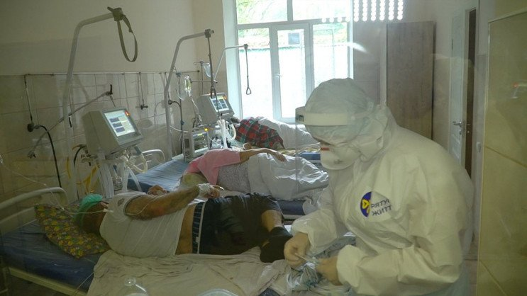 """У Вінниці """"ковідні"""" лікарні заповнені на…"""