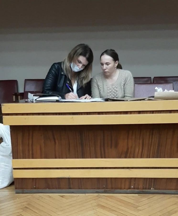 Членкинь ДВК заскочили за переписуванням…