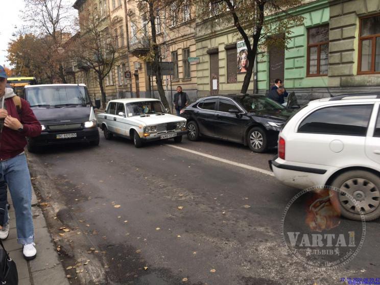 У Львові через ДТП зупинився рух тролейб…