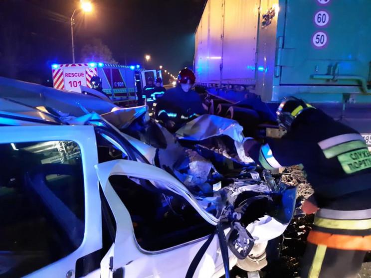 У Рівному вантажівка розчавила легковий…