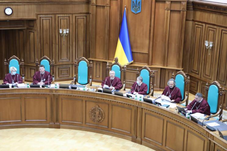 Вже другий суддя КСУ розкритикував сканд…