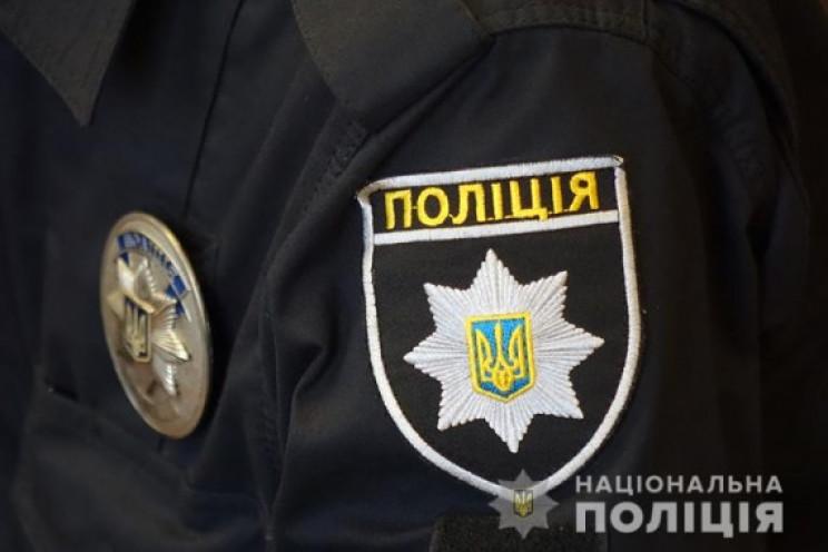 У Києві патрульні завадили молодій жінці…