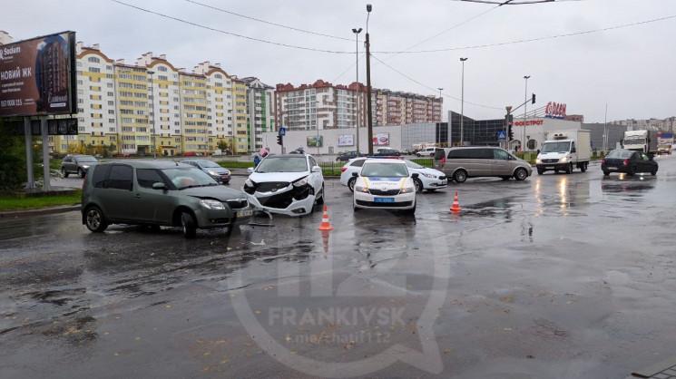 В Ивано-Франковске автомобили столкнулис…
