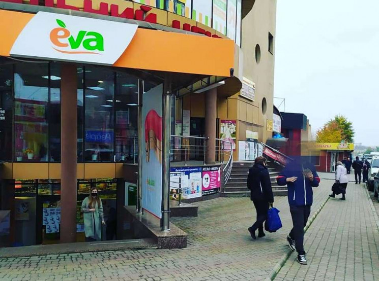 Працівники вінницького магазину виливали…