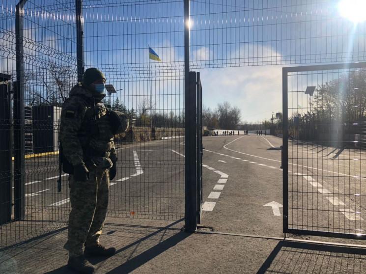 Усі три українські КПВВ на Луганщині пра…