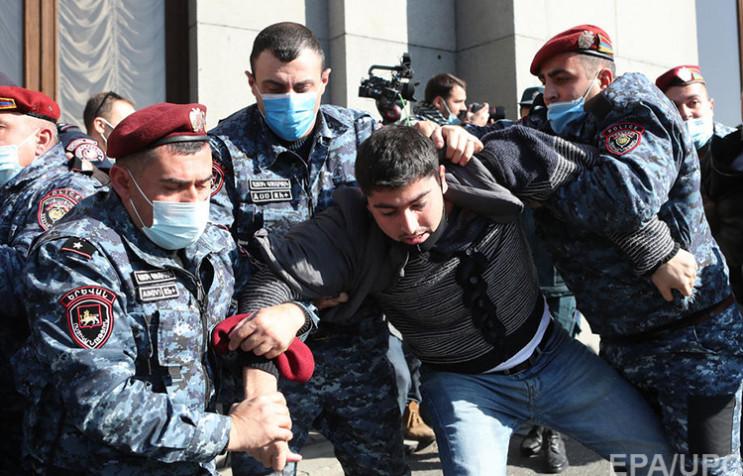 Протести в Єревані: Як тисячі вірмен виг…