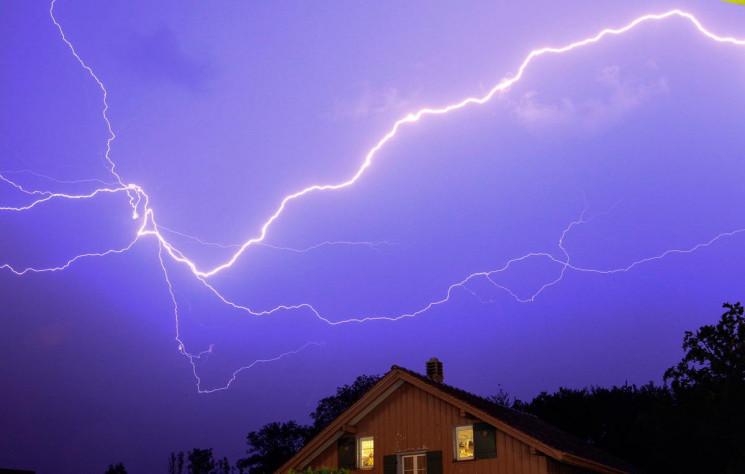 На Тернопільщині блискавка оглушила п'ят…