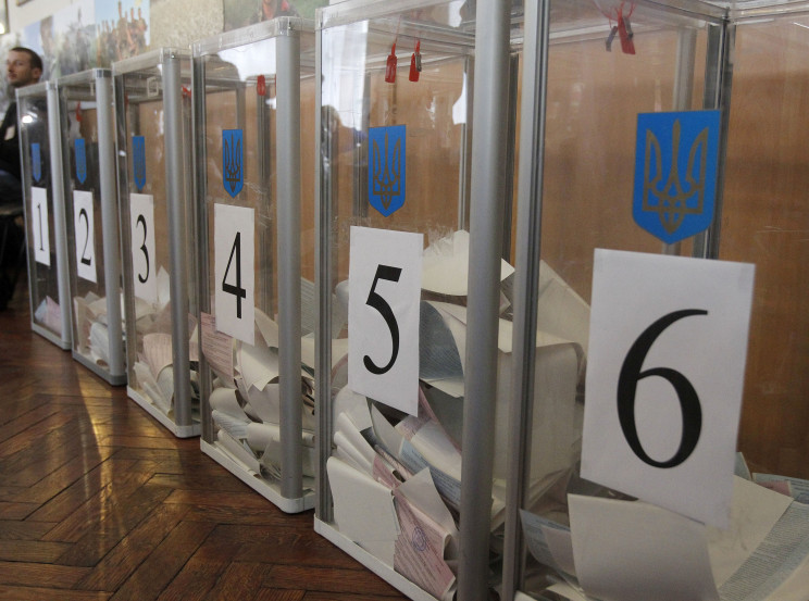 Сьогодні у семи містах України обирають…