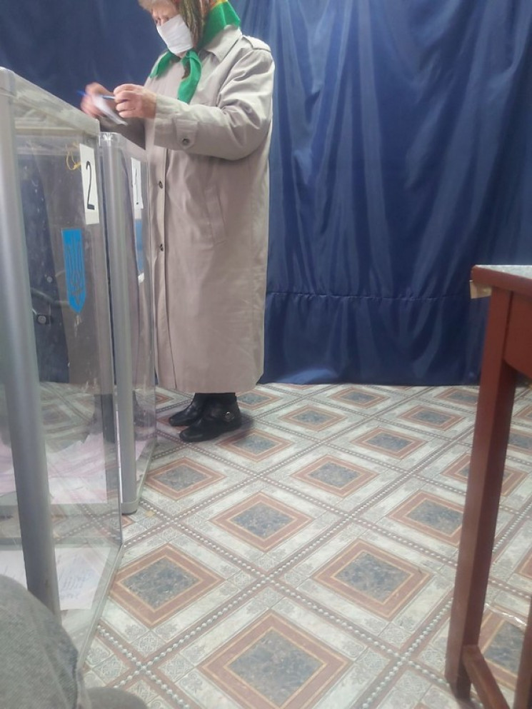 На виборах мера Луцька жінки голосують з…