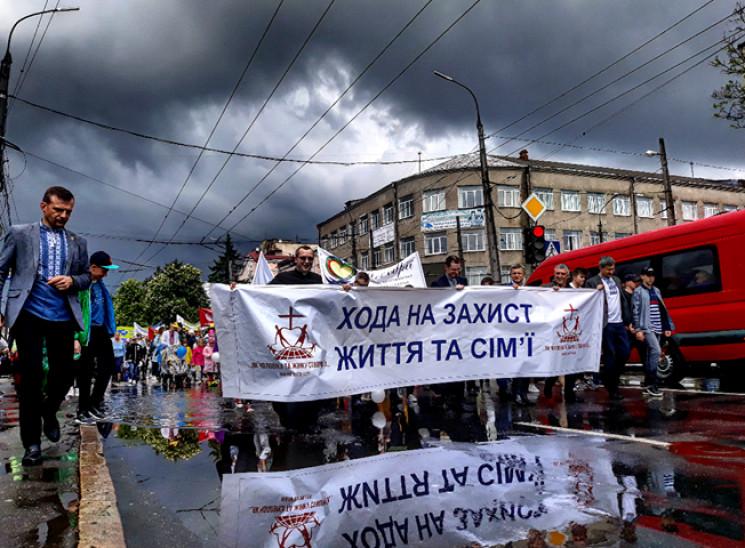 """Несколько сотен жителей вышли на улицы """"…"""