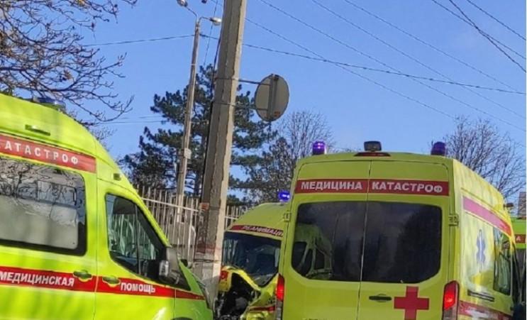"""У Сімферополі у аварію потрапила """"швидка…"""