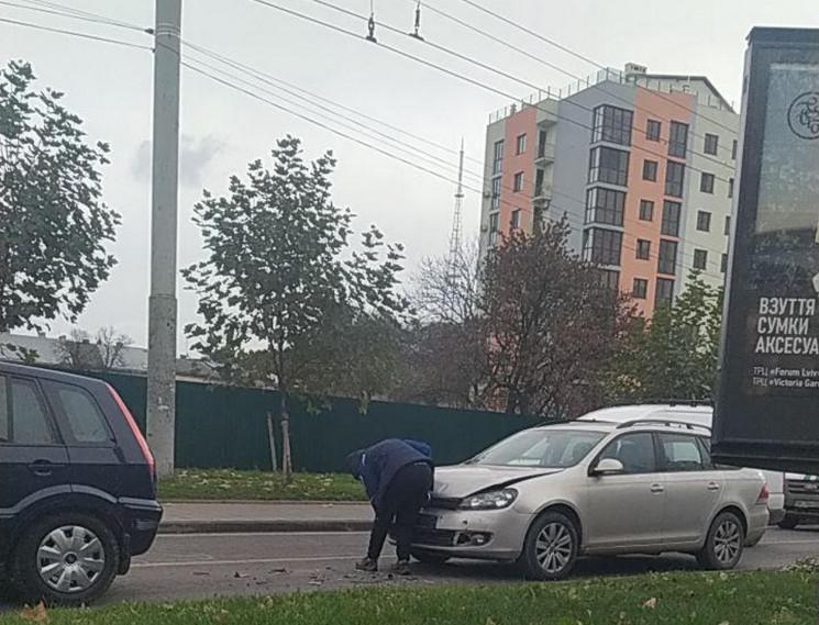 На виїзді з центру Львова зіткнулися авт…