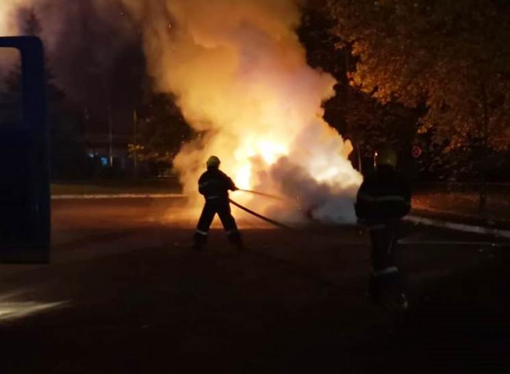 На Херсонщині вночі згорів легковик…