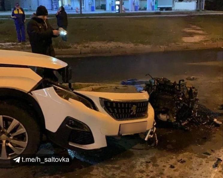 У Харкові водій Peugeot врізався в бордю…