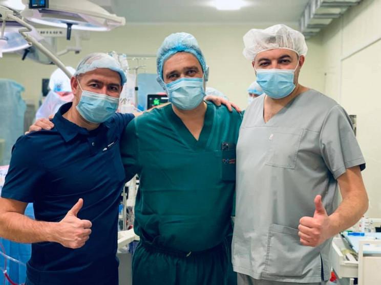 У Львові трьом пацієнтам від одного доно…