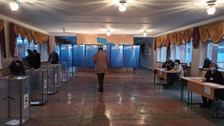 Як  Рівному проголосували перші виборці…