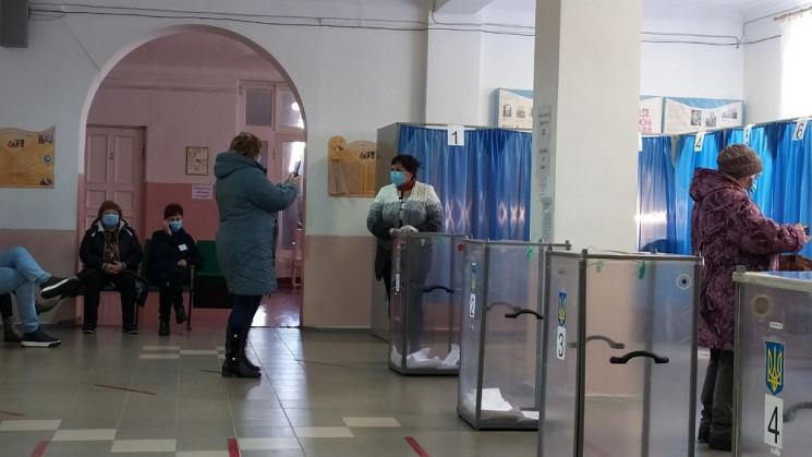 У Слов'янську на дільницях виборці берут…