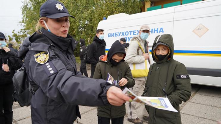 Ровенские полицейские проверяют информац…