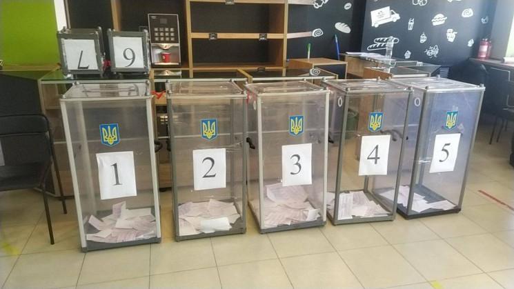 У Львові на одній з виборчих дільниць зу…