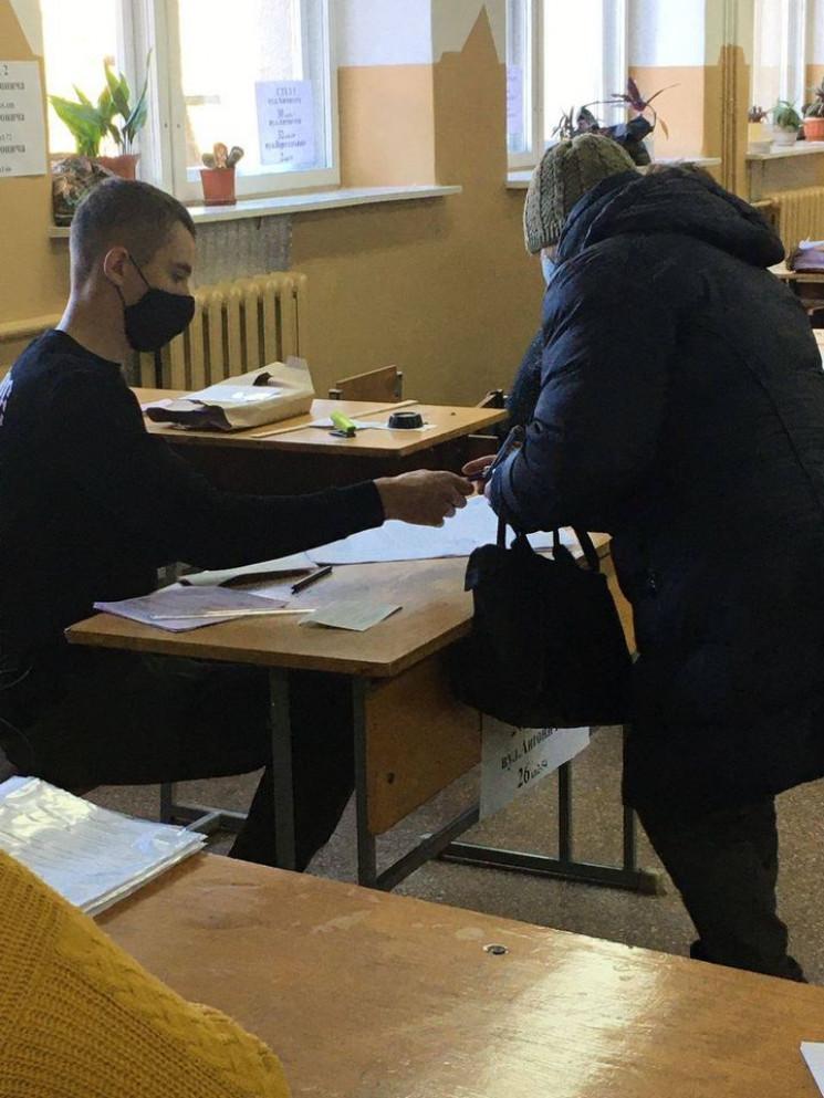 Кілька виборчих дільниць у Львові відкри…